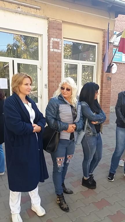 vreau sa fac cunostinta cu fete din Iași femei divortate din Oradea care cauta barbati din Timișoara