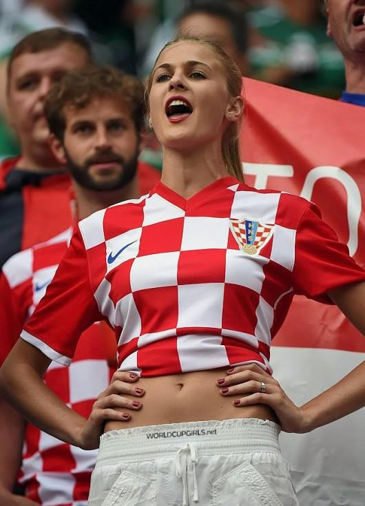 hottest-girls-fans-world-cup-2014_22-croatian-530x733.jpg