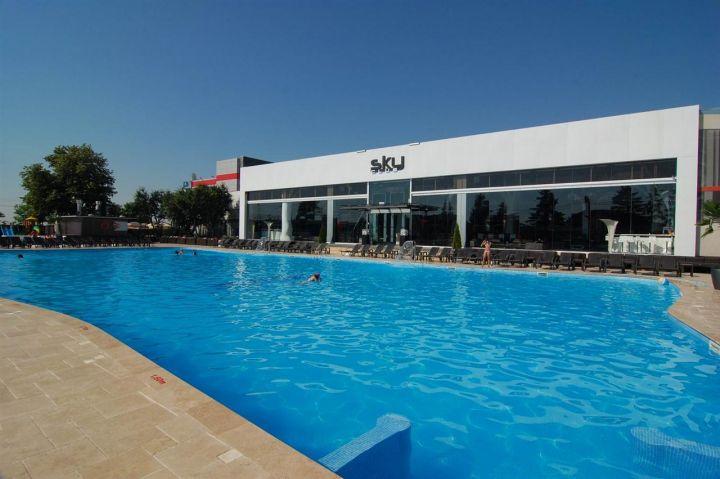 S a redeschis piscina sky c t te cost o b l ceal la fi e - Cat costa o piscina in curte ...
