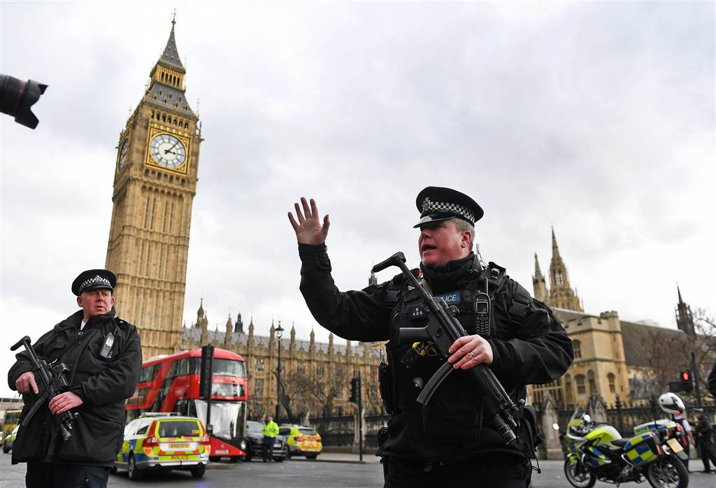 ss-170322-london-attack-mn-01_c3bec6066d59b4903d60091b8465b6b2.nbcnews-ux-1024-900 (1).jpg