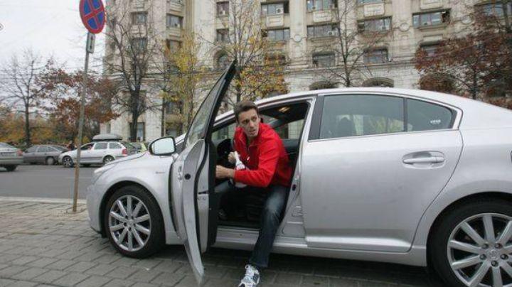 Realizatorul TV Mircea Badea, de la Antena 3, a fost prins de poliţie în timp ce rula cu 138 de km/h pe DN1.