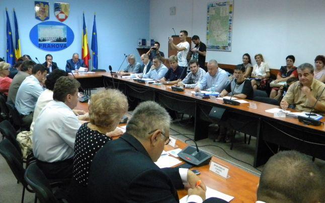 Ședința Consiliului Local Ploiești care are loc în acest moment a început cu un mic scandal. Totul a plecat de la faptul că aleșii locali liberali au solicitat suplimentarea ordinii de zi cu un proiect care vizează validarea unui consilier local din partea formațiunii politice.