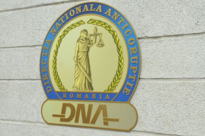 Fostul Prefect, Corneliu Popescu a părăsit sediul DNA anunțând că a fost chemat de procurori într-un dosar care vizează retrocedarea de la Florești a 50 de hectare de teren moștenitorilor Cantacuzino.