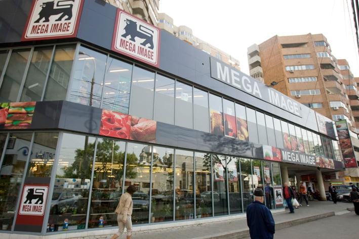 S-a vândut cel mai mare lanţ de supermarketuri din România.