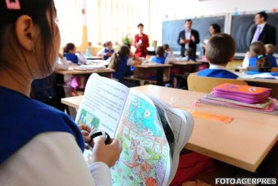 Unei învățătoare care predă la Școala nr. 12 din Ploiești (Nicolae Titulescu) i se aduc mai multe acuzații după ce părintele unei eleve a publicat o înregistrare pe o rețea de socializare care ar demonstra modul în care decurge o oră de curs.