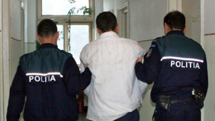 Instanța a emis mandat de arestare preventivă pentru un tânăr în vârstă de 33 de ani din Iordăcheanu, acesta fiind principalul suspectez într-un caz de tentativă de viol săvârșită asupra unei bătrâne din aceiași localitate.