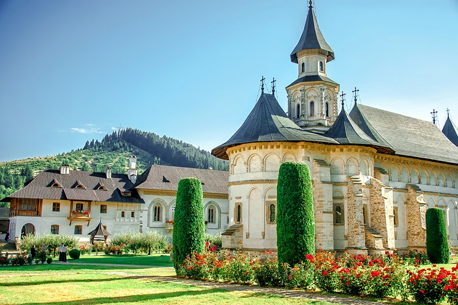 Manastirea-Putna.jpg