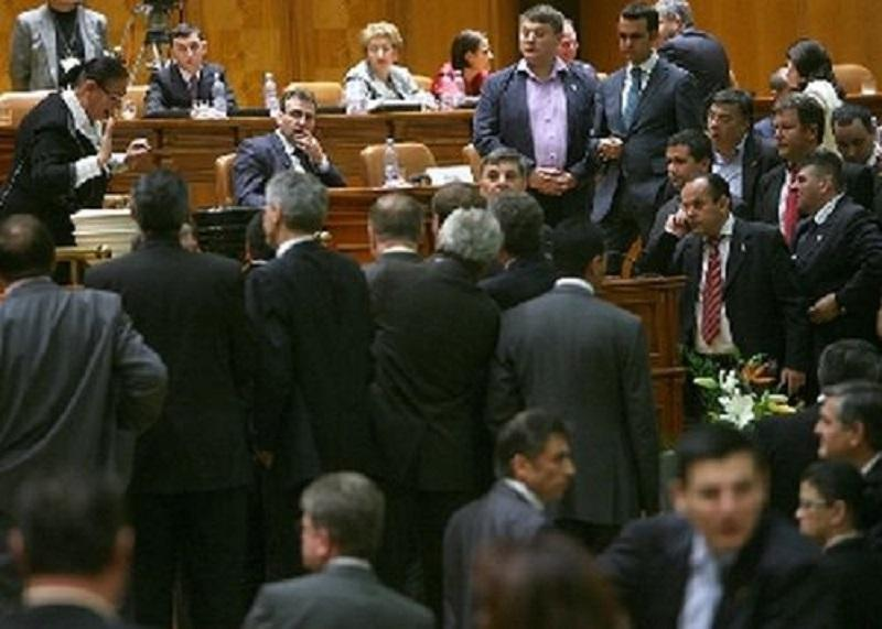 politicieni_in_parlament.jpg