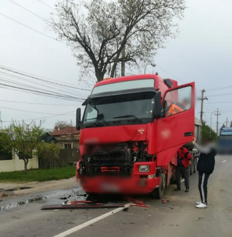 accident-dambovita-camioane_1bb06.jpg