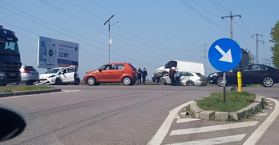 accident-sens-giratoriu_e8943.jpg