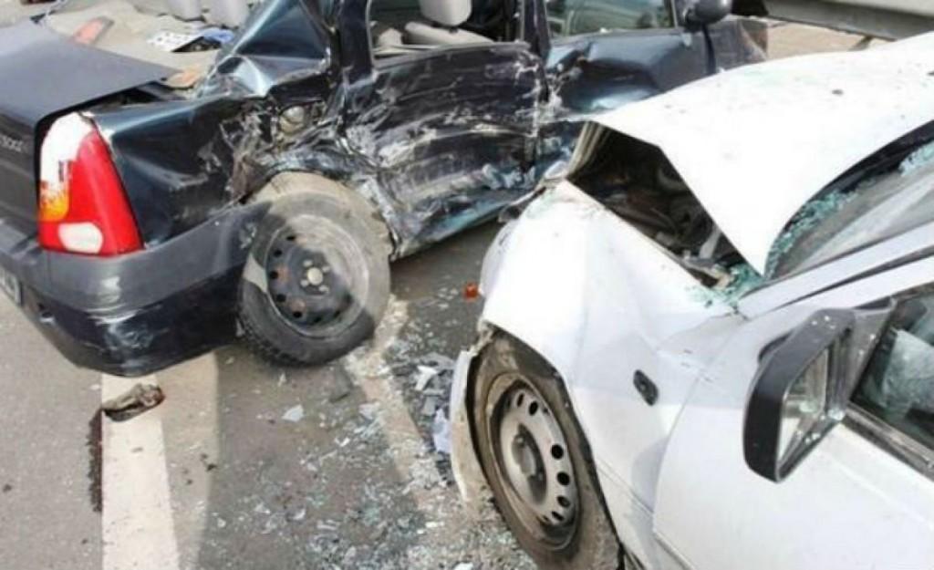 75a51281-1-accident-intr-o-intersectie-din-oras-masini-avariate-soferii-prinsi-cu-probleme-grave_b708a.jpg