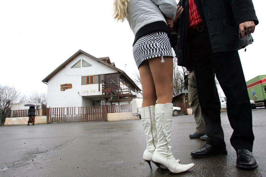 cosmarul-unor-minore-obligate-sa-se-prostitueze-2_69050.jpg