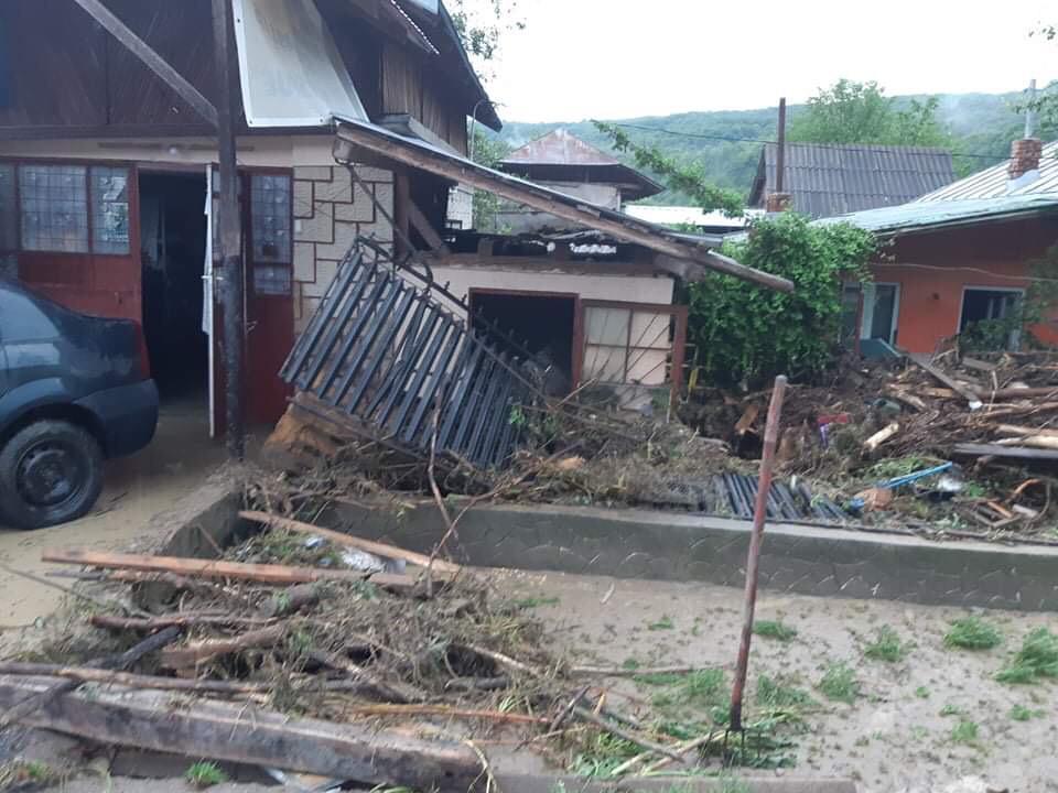 inundatii-case_c6f9a.jpg