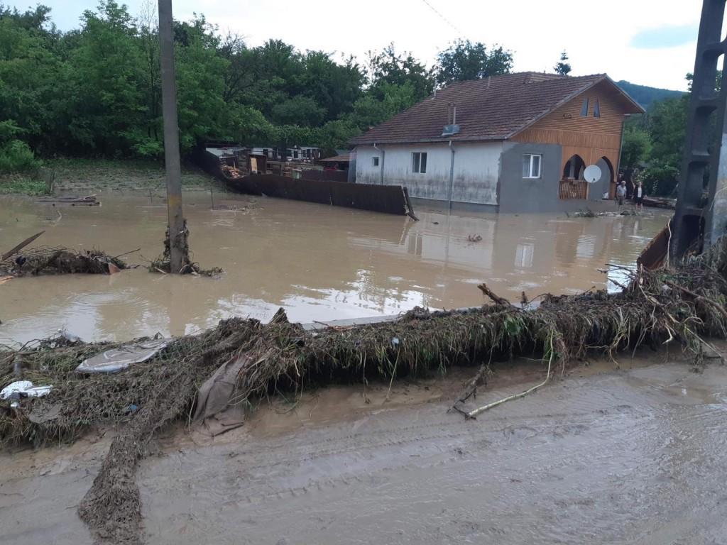 inundatii-isu-prahova-ploi_95187.jpg