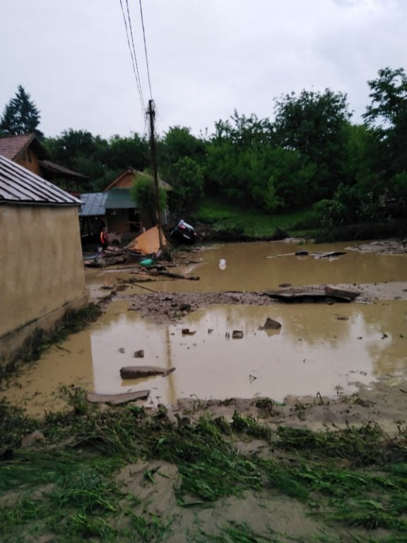 inundatii-lapos-ape_cda36.jpg