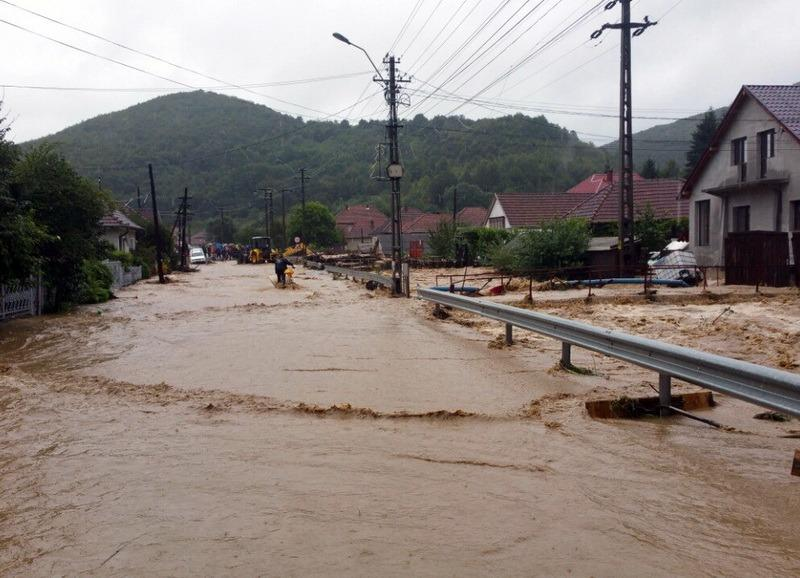 inundatii-viitura-arhiva_d1e02.jpg