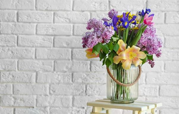 prelungeste-viata-florilor-din-vaza-cu-aceste-trucuri_f6b8e.jpg