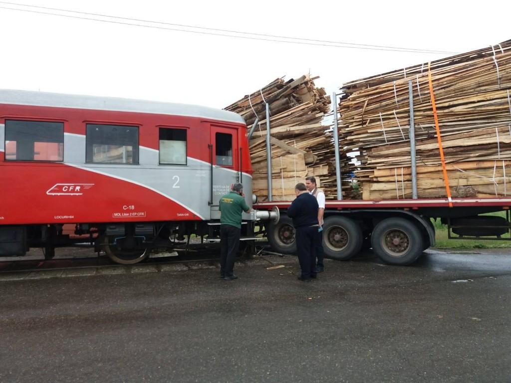 tir-acorșat-tren-accident-feroviar-suceava_b2af7.jpg