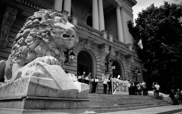 Protest-al-studentilor-la-Universitatea-Al-I-Cuza-din-Iasi-640x400_d0ef4.jpg