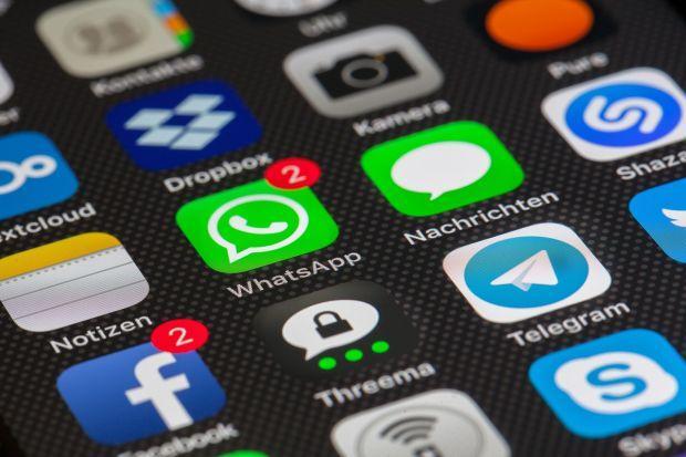 facebook-nu-mai-permite-preinstalarea-aplicatiilor-sale-pe-telefoanele-huawei_size1_8567c.jpg