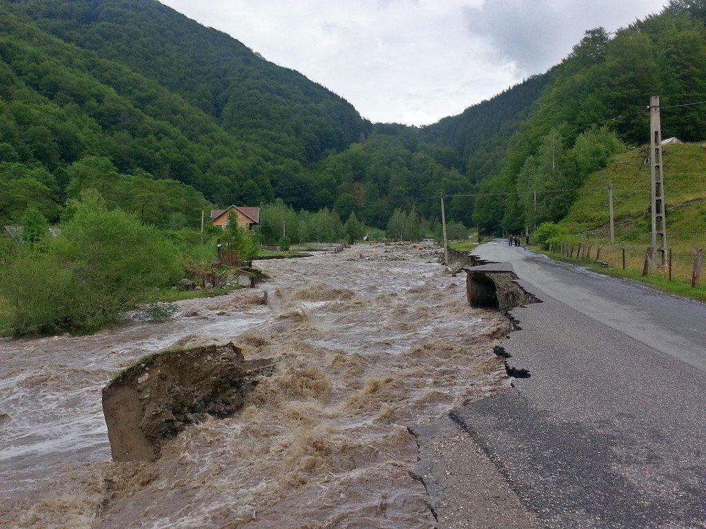 inundatii-drumuri-afectate-prahova-bilant_e92d4.jpg