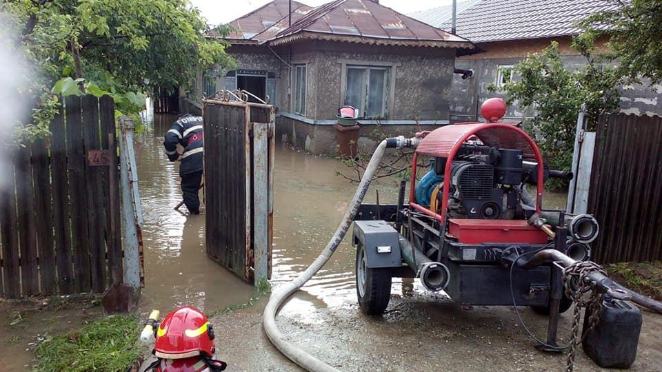 isu-prahova-inundatii-interventie-pompieri-militari_5b19b.jpg