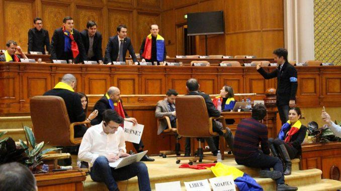 protest-parlament.3c1gshomfv-678x381_dbbca.jpg