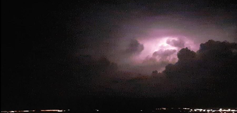 spectacol-fulgere-ploiesti-luni-noapte_e1f17.jpg