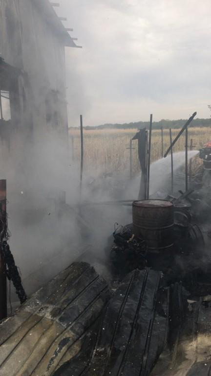 incendiu-albesti-service-auto-pompieri_20d2a.jpg