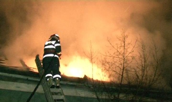 incendiu-ploiesti-acoperis_5d1d0.jpg