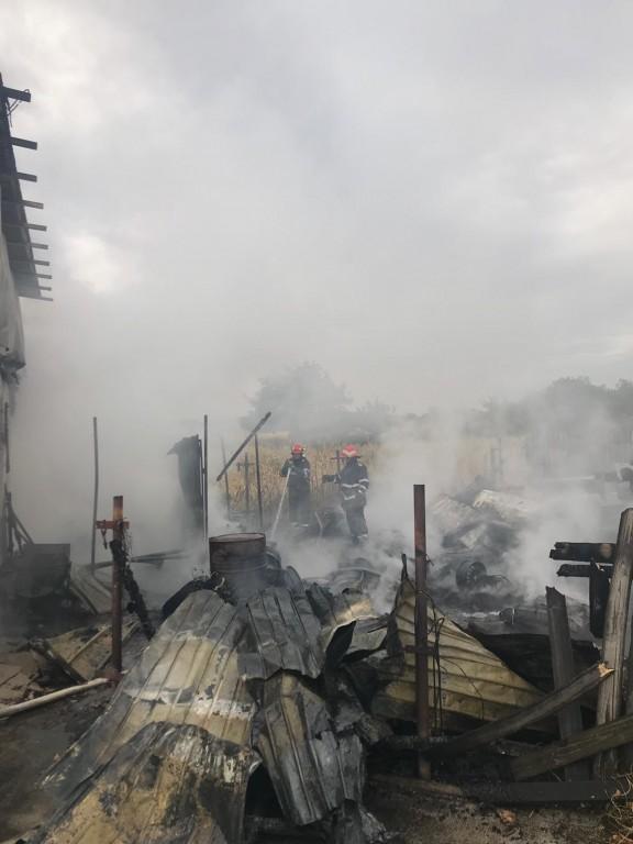 pompieri-albesti-incendiu-service-auto_bb998.jpg