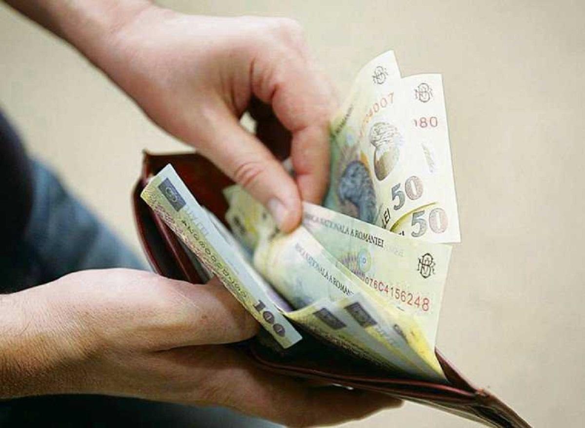 cursdeguvernare.ro-bani-salariu-820x600_99d0f.jpg