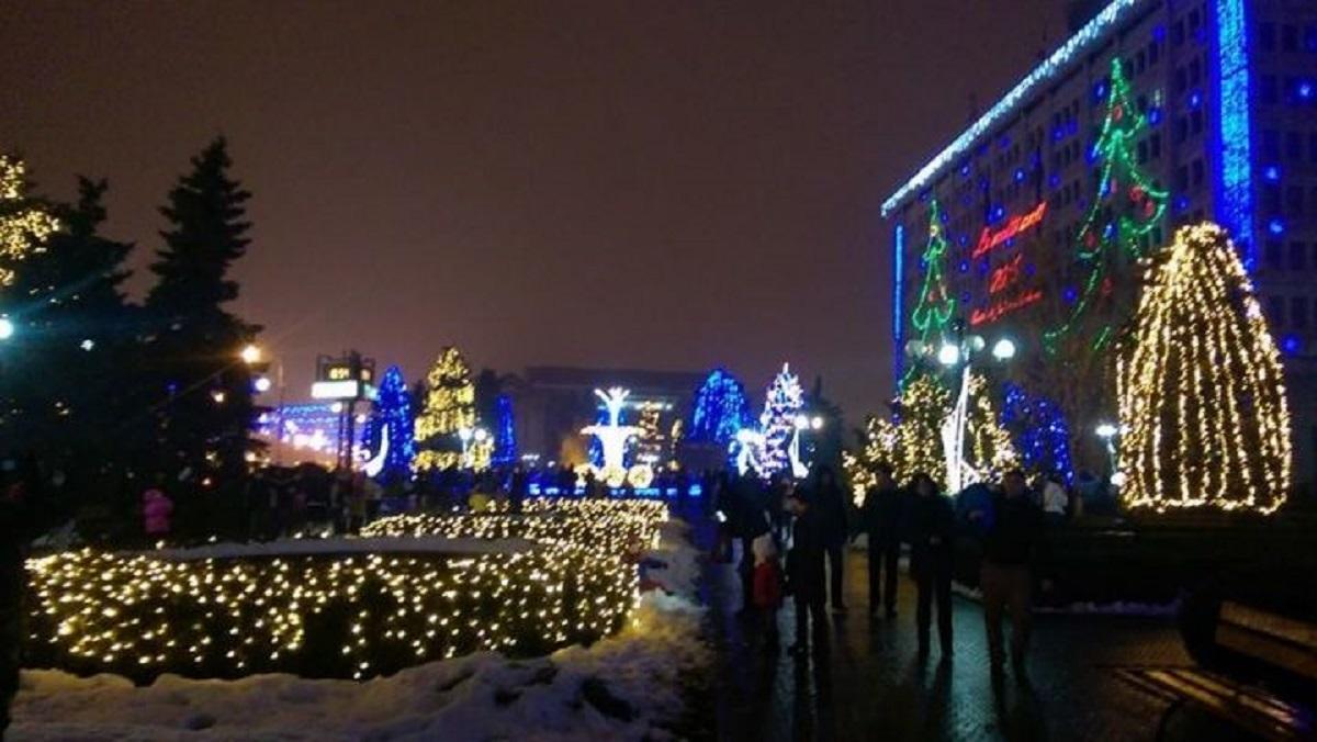 luminite-craciun-anul-nou-ploiesti_6e4e8.jpg