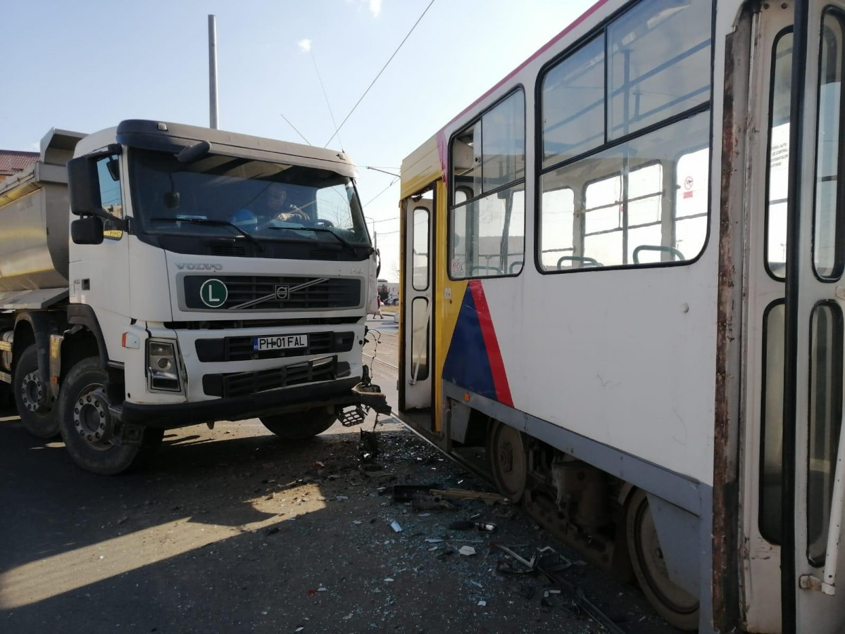 accident-ploiesti-soseaua-vestului-ploiesti-basculanta-tramvai_7ac80.jpg