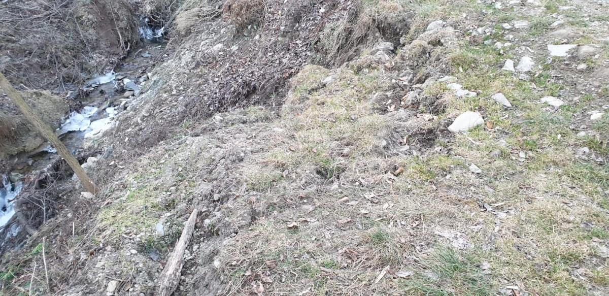 alunecare-teren-maneciu-prahova_a629e.jpg