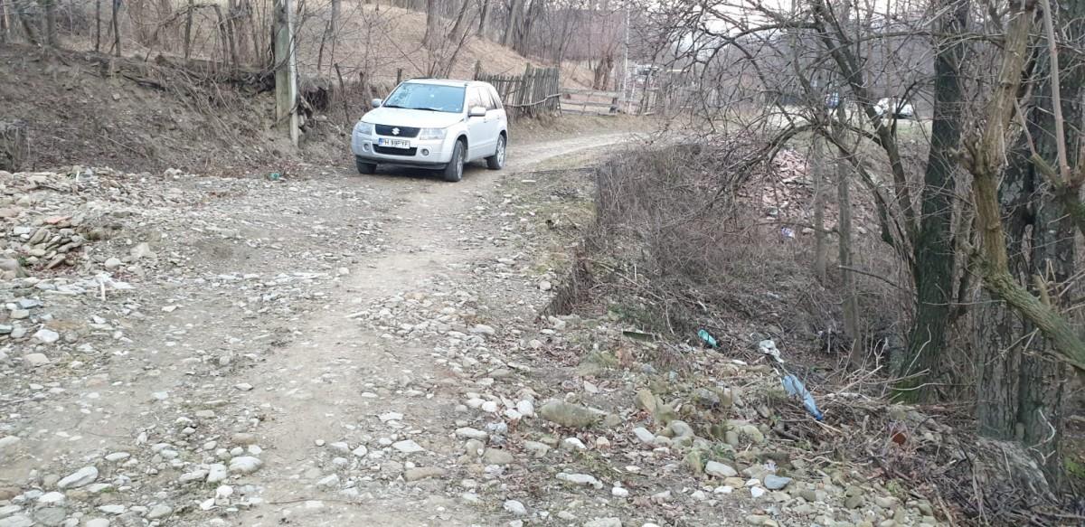 alunecare-teren-maneciu_13cbd.jpg