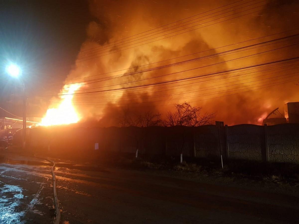 incendiu-pompieri_edbf2.jpg