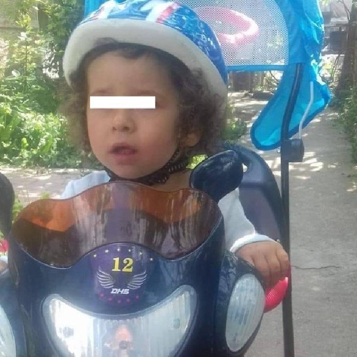 la-doar-4-ani-un-baietel-din-ploiesti-are-nevoie-de-ajutorul-semenilor-sai_pic_1_1_f6481.jpg