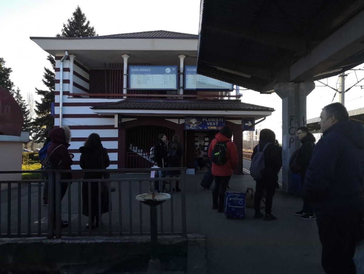 tren-persoane-gara-vest_536d7.jpg