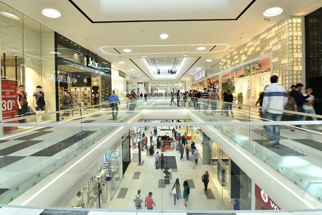 Se închid mall-urile? Răspunsul premierului Orban