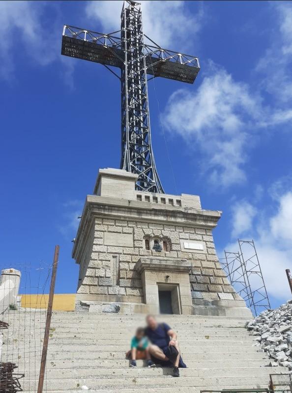 """S-au lăudat că renovează Crucea de pe Caraiman, dar șantierul este """"praf"""". FOTO"""