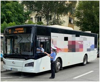 Razie în Prahova în autobuze, microbuze și pe terase. Amenzi date pe legislația anti-COVID. FOTO