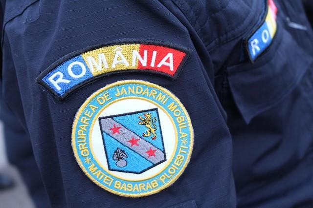 """Efectul raziilor în autobuzele din Ploiești. Jandarmii au prins doi arestați la domiciliu și un """"cuțitar"""""""
