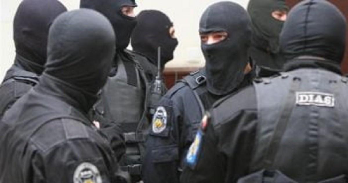 Percheziții în Prahova la suspecți acuzați de tâlhărie, viol, furt și uz ilegal de arme