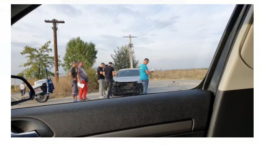 Accident pe DN 72. Un autoturism a fost proiectat pe contrasens, într-un tir. FOTO