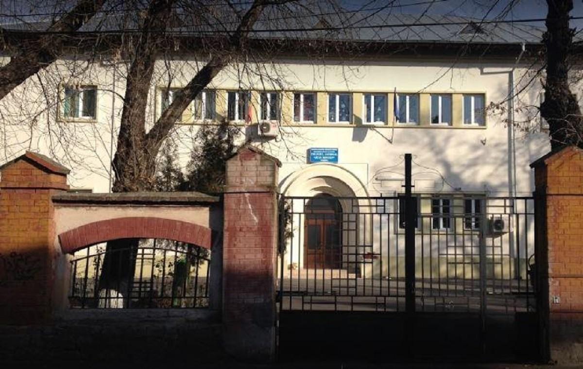 """Colegiul Național Pedagogic """"Regina Maria"""" din Ploiești intră în scenariul roșu. Elevii vor învăța exclusiv on-line"""