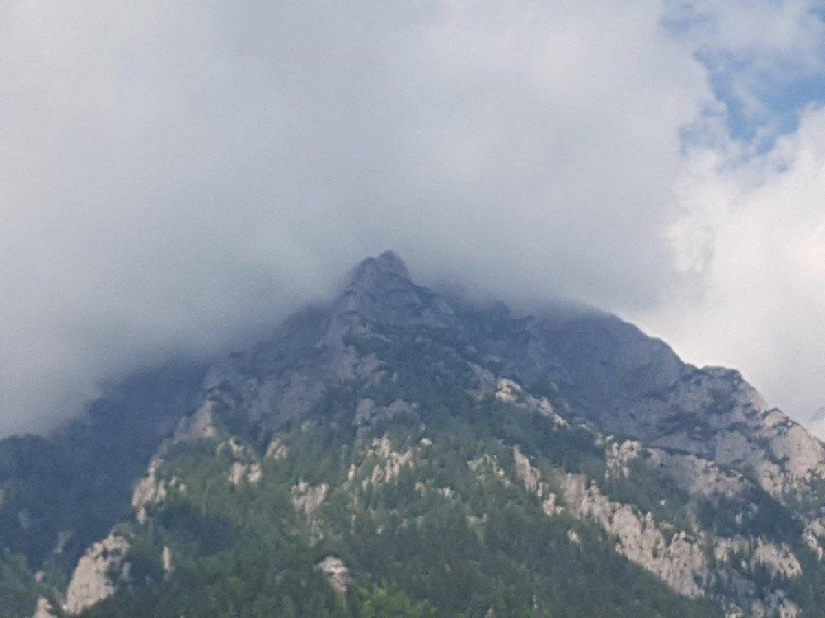 Accident grav în Munții Bucegi. Un turist a căzut într-o râpă, de la peste 60 de metri înălțime, în timp ce cobora de la Vârful Omu – UPDATE