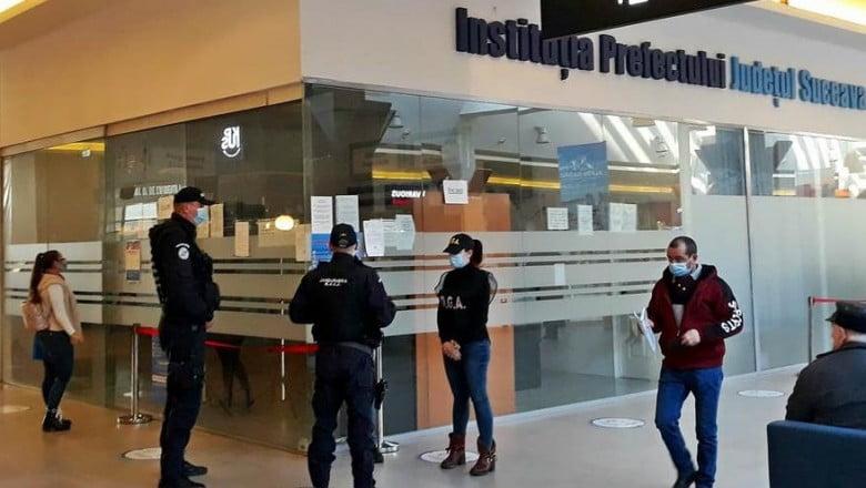 1 milion de euro – mita găsită ascunsă în ligheane și în pereți, la angajații de la Permise și de la RAR Suceava