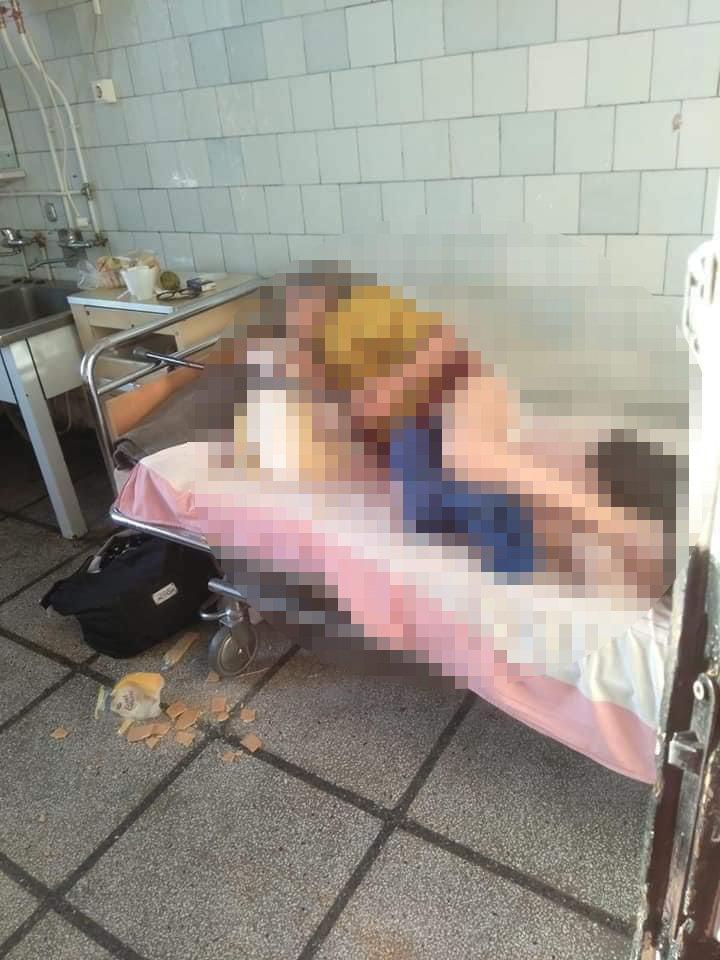 Imagini tulburătoare cu pacienți dezbrăcați și întinși pe jos la spitalul județean din Reșița