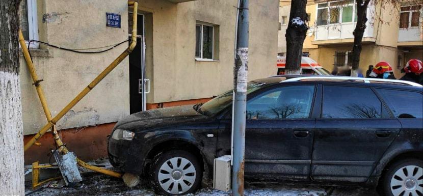 Țeavă de gaze fisurată în Mizil după ce o mașină a ieșit în decor